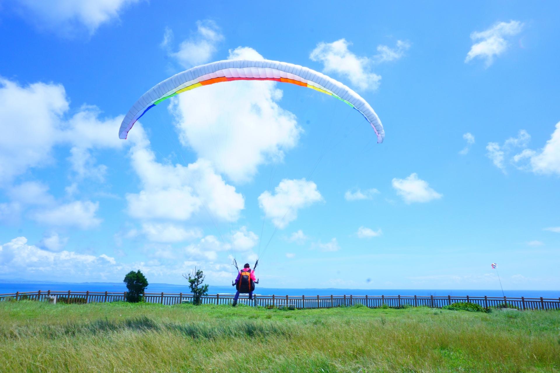 パラグライダーで気分爽快!東京都内&都内近郊でパラグライダーができるスポット5選