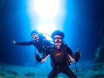 \当日予約OK/【青の洞窟ダイビング】専属ガイド貸切&ボートで高確率!お魚餌付け&水中カメラで動画&写真撮影&シャワーロッカー無料!!