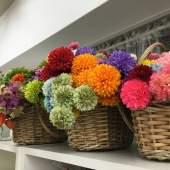 たくさんの花材を用意してお待ちしております。