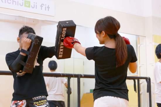 ボクシング/キックボクシングは、ストレス発散にも全身を使うのでボディメイクもぴったり。いい汗を流しましょう!