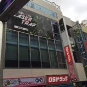 原宿駅竹下通りの入り口にあるのでアクセス抜群。挑戦のあとも、カフェや居酒屋などまわりにたくさんあります。