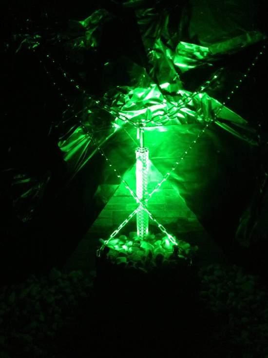 光る剣が突き刺さっている箇所も。こちらも謎に関わっているのか・・・?