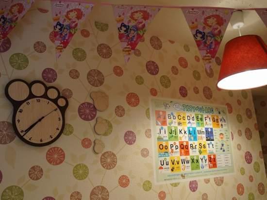 おもちゃがたくさんある子ども部屋のような空間です。